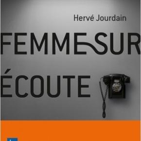 Femme sur écoute de HervéJourdain